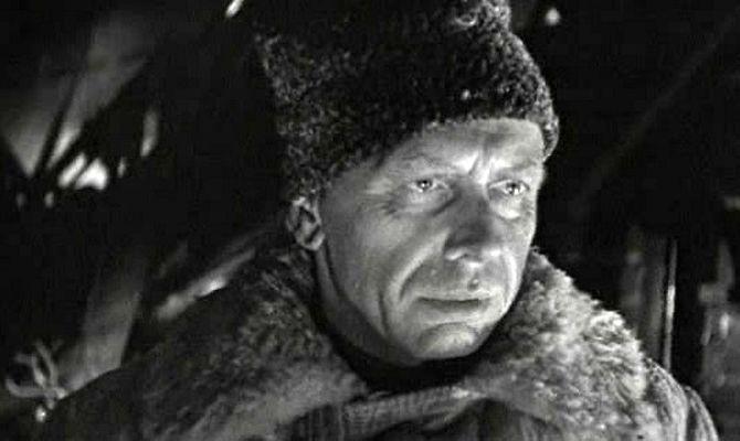 Живые и мертвые, советский фильм
