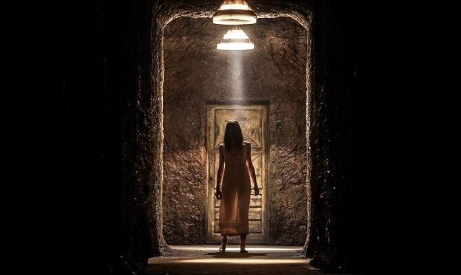 Девушка в лабиринте
