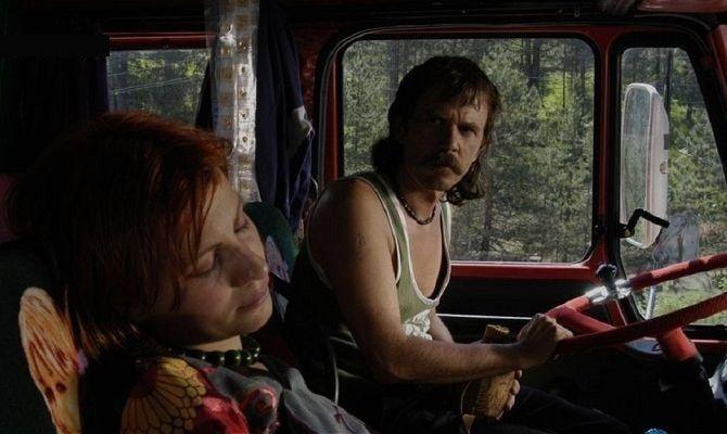 Красный грузовик серого цвета, фильм
